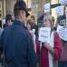 donostian_zinemaldian_kukutzaren_alde_protestan