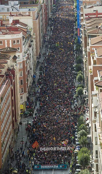 Gure Esku Dago-k deituta Kataluniako erreferendumaren alde Bilbon egindako manifestazioa