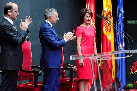 Alberto Catalan Nafarroako Parlamentuko presidentea, Jose Blanco Espainiako ministroa eta Yolanda Barcina, honek Nafarroako Gobernuko lehendakari kargua hartzeko ekitaldian