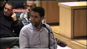 Joseba Alvarez deklaratzen Auzitegi Nazionalean, gaur. Atzean Arnaldo Otegi eta Joseba Permach. ©/ TVE