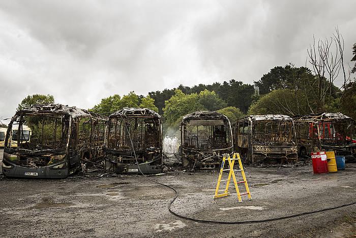 Loiun kiskalitako Bizkaibuseko bost autobusak. ©Aritz Loiola / Argazki Press