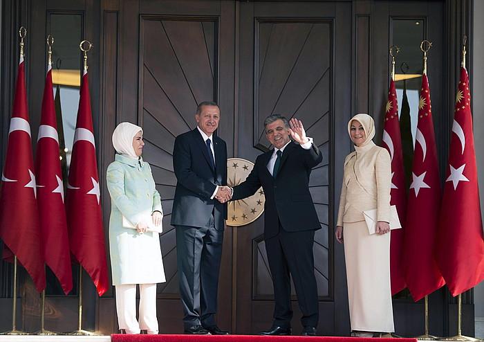 Recep Tayyip Erdogan eta Abdula Gul, presidente karguaren eskualdaketa ekitaldian. ©Ahmet Izgis / EFE