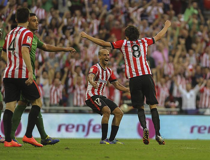 Mikel Rico eta Ander Iturraspe, azken horrek sartutako gola ospatzen, partidako bigarrena. / ©MARISOL RAMIREZ / ARGAZKI PRESS