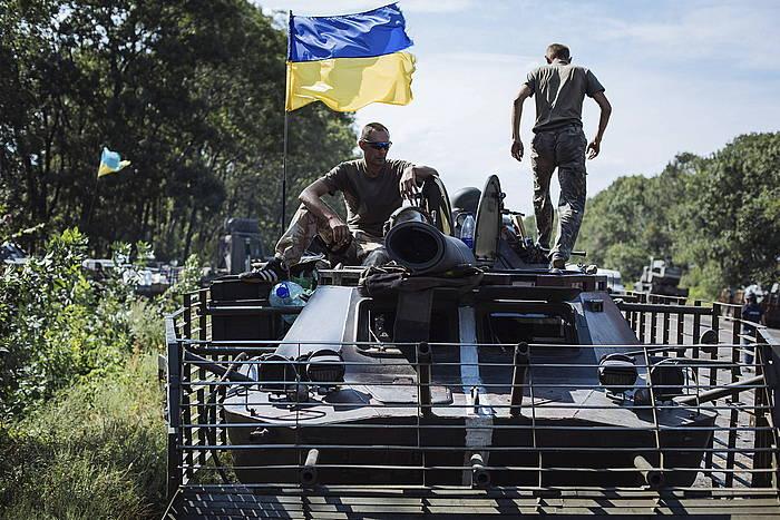 Soldaduak Ukraina ekialdean, artxiboko irudi batean. / ©ROMAN PILIPEY, EFE