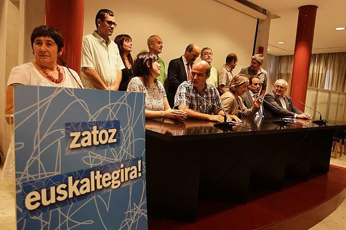 Euskaltegira hurbiltzeko deia egin diete ikasleen gurasoei. / ©Argazki Press