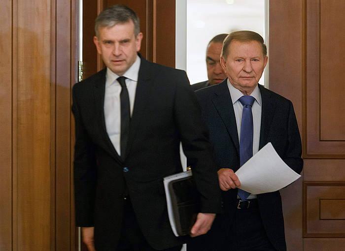 Errusiako enbaxadore Mikhail Zurabov eta Ukrainako presidente ohi Leonid Kuchma, gaur, Minsken. ©STR / EFE