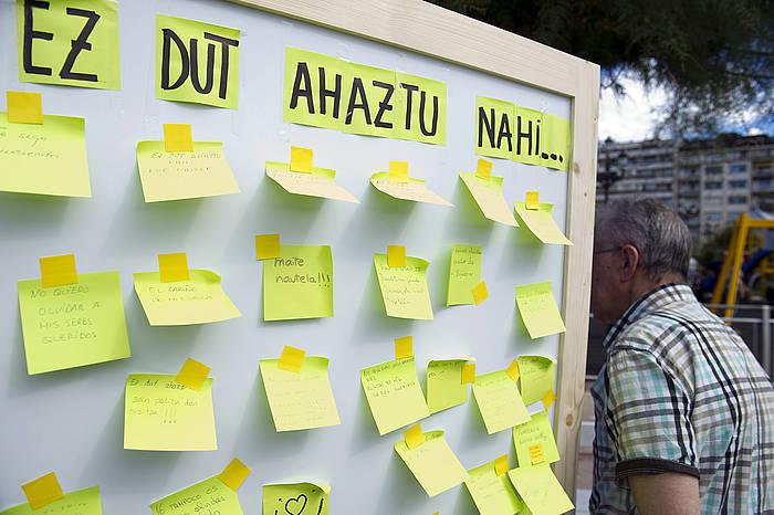 Alzheimerraren gaixoak aintzat hartzeko eskaria egin zuten, atzo, Donostian. ©Juan Carlos Ruiz / Argazki Press