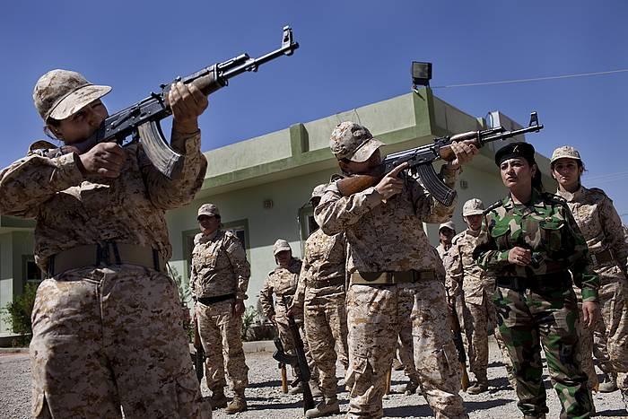 Kurdistango andrazko soldaduak Suleimaniyako Akademia Militarrean. ©J. M. Lopez