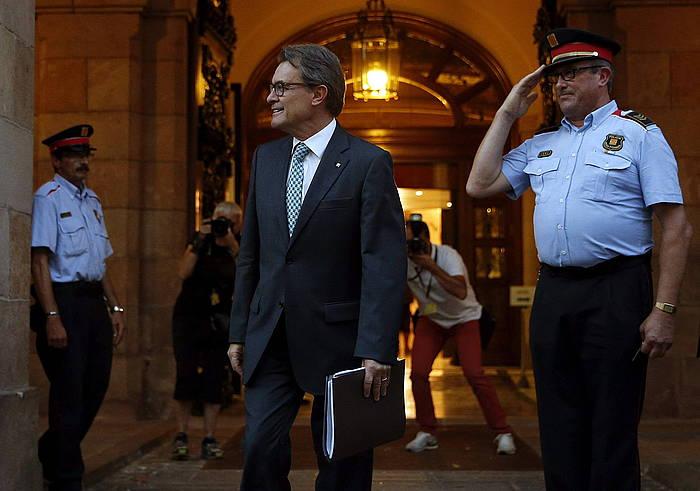 Artur Mas Parlamentutik irteten, artxiboko irudi batean. ©Alberto Estevez / EFE
