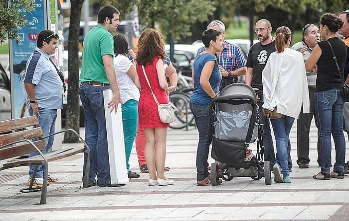 Golem zinema aretoen parean atzo 18:30ean bildutakoak. ©Jagoba Manterola, Argazki Press
