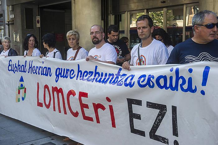 Hezkuntza eragileek elkarretaratzea egin dute Bilbon LOMCEren aurka, ikasturte hasiera egunarekin batera. ©Luis Jauregialtzo / Argazki Press