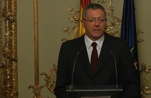 Gallardon, dimisioa iragarri duenean, telebista irudietan. / ©BERRIA