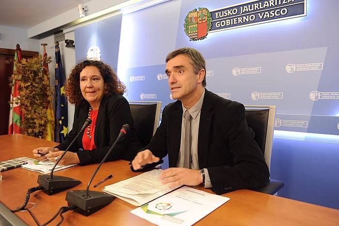 Monica Hernando eta Jonan Fernandez, Hitzeman programaren aurkezpenean. ©Jon Urbe / Argazki Press