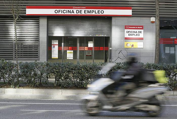Enplegu bulego bat. / ©Paco Campos, EFE