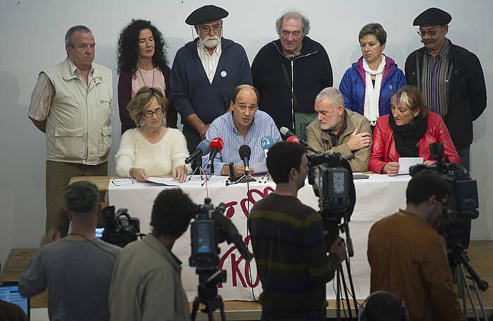 Kontuz! elkarteak Nafarroako Kutxaren kudeaketa salatzeko egindako agerraldia. ©Jagoba Manterola / Argazki Press