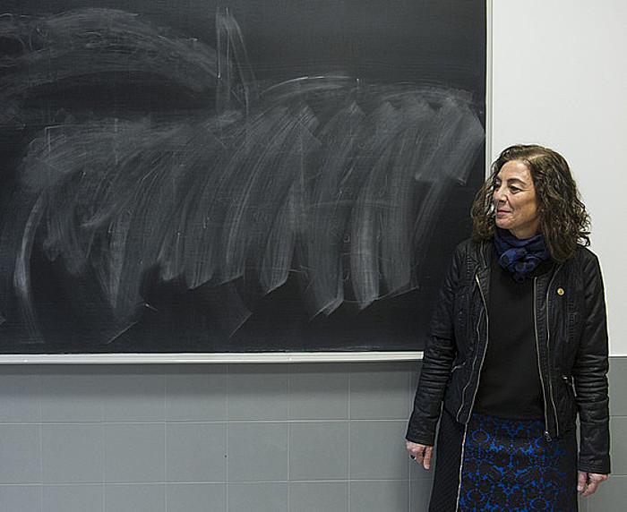 Cristina Uriarte, Eusko Jaurlaritzako Hezkuntza sailburua, ikastetxe batera egindako bisitan. ©Jon Urbe / Argazki Press