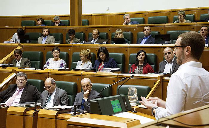 Javier Maroto, Eusko Legebiltzarrean. / ©Adrian Ruiz de Hierro, EFE