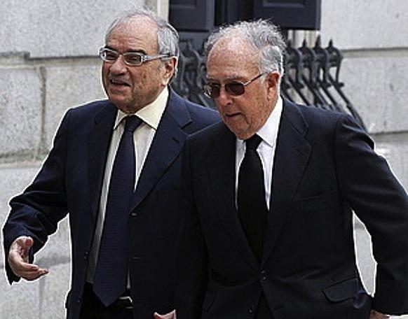 Martin Villa, ezkerrean, martxoan, Adolfo Suarezen hiletan. ©CHEMA MOYA / EFE