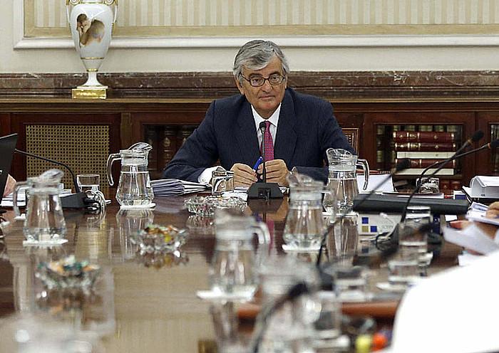 Eduardo Torres-Dulce fiskal nagusia, erdian, fiskaltzako goi kargudunekin egindako bileran, atzo. ©CHEMA MOYA / EFE