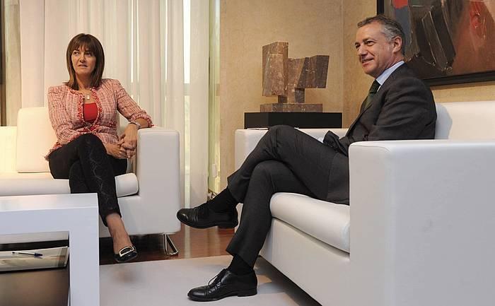 Idoia Mendia PSE-EEko idazkari nagusia, Iñigo Urkullu lehendakariarekin, bilera batean. ©Raul Bogajo / Argazki Press
