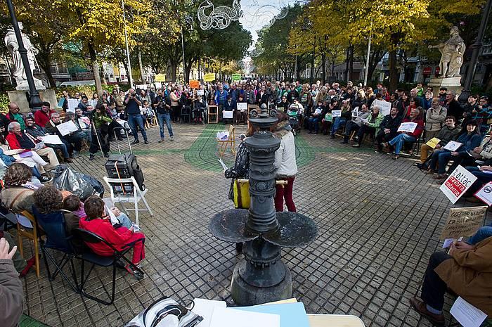 Sarasate pasealekuan egin dute batzarra eragile sozialek. ©Iñigo Uriz / Argazki Press
