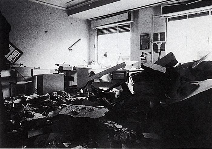 Punto y Hora aldizkariaren aurkako atentatua, 1977an. Triple Ak aldarrikatu zuen. ©