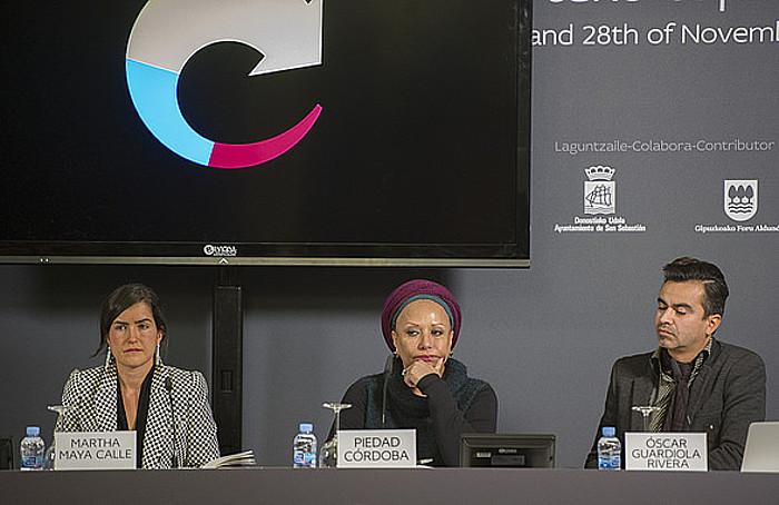 Martha Maya, Piedad Cordoba eta Oscar Guardiola, atzo, Aieteko Bakearen Etxean. ©ANDONI CANELLADA / ARP