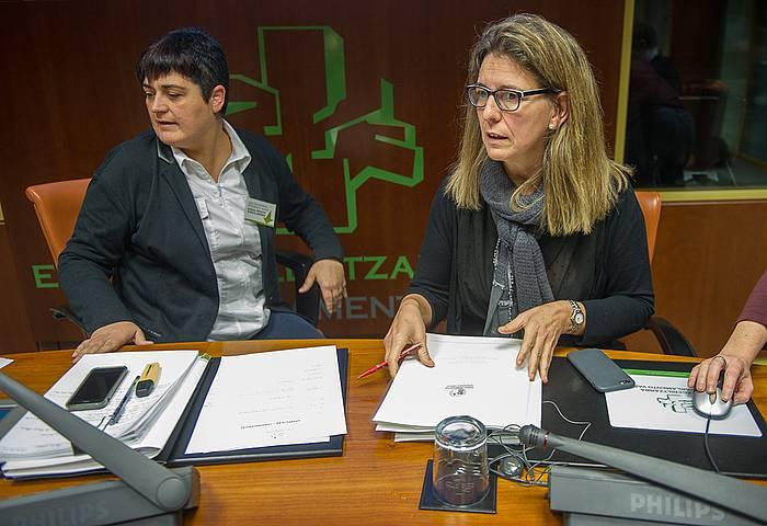 Marian Beitialarrangoitia eta Ana Oregi, Eusko Legebiltzarrean. ©Juanan Ruiz / Argazki Press