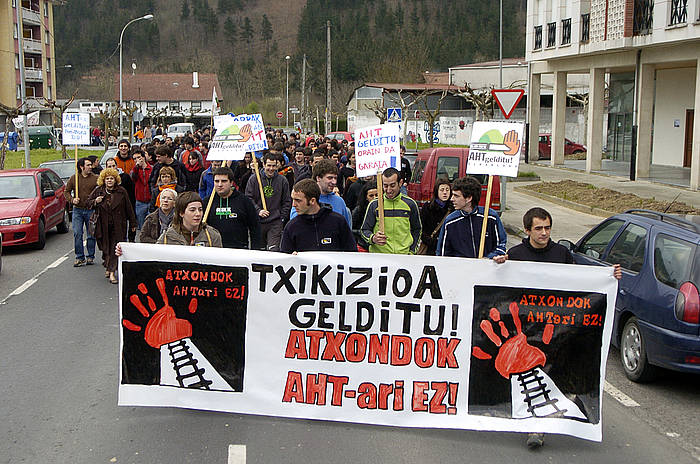 Atxondon, 2007ko martxoan, AHTaren aurka egindako manifestazioa. ©Juanan Ruiz / Argazki Press