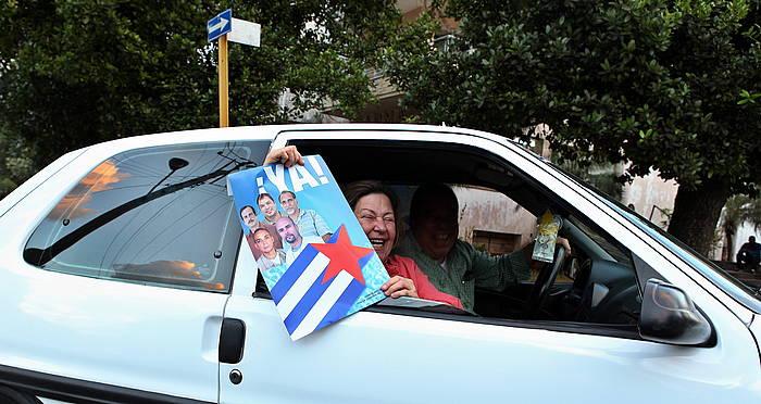Kubako eta AEBetako gobernuen asmoak txalotu dituzte askok Habanan. ©Alejandro Ernesto / EFE
