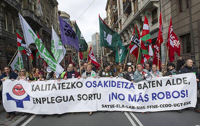Osakidetzan grebak egin zituzten azaroan eta abenduan. Irudian abenduaren 4ko manifestazioa. ©Marisol Ramirez / EFE
