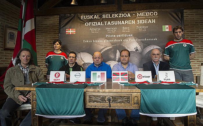 Euskal selekzioak eta Mexikok elkarren aurka jokatuko dituzten partidak iragartzeko atzoko agerraldia. ©Monika Del Valle / Argazki Press