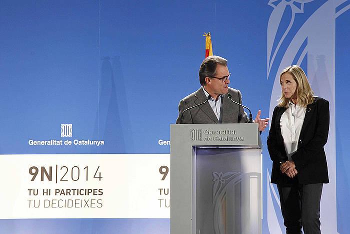 Artur Mas eta Joana Ortega, azaroaren 9 gaueko agerraldian. ©Marta Perez / EFE