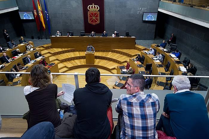 Eneko Companys, legea aurkezten, gaur, Nafarroako Parlamentuaren osoko bilkuran. ©Iñigo Uriz / Argazki Press