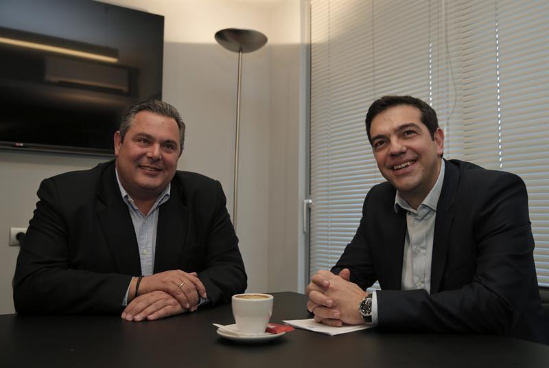 Panos Kammenos Anel alderdiko burua eta Alexis Tsipras Greziako lehen ministroa. Syrizak eta Anelek osatuko dute gobernua. ©Lefteris Pitarakis / EFE