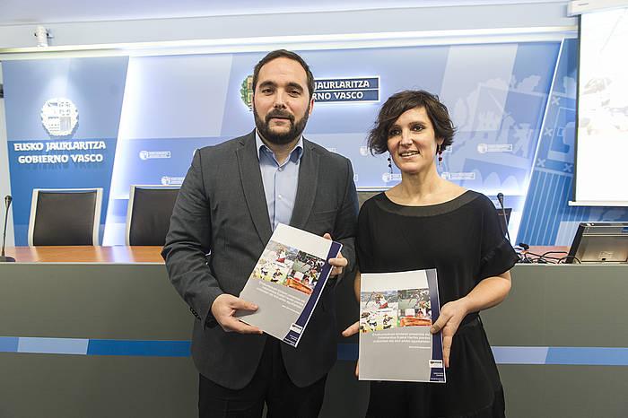 Jon Redondo Eusko Jaurlaritzaren Kirol eta Gazteria zuzendaria, eta Dorleta Ugalde Eusko Jaurlaritzako kirol teknikaria.