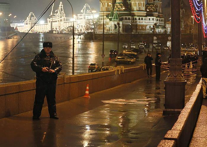 Nemtsov hil zuten ingurua, Moskuko Plaza Gorrian./ ©SERGEI ILNITSKY, EFE