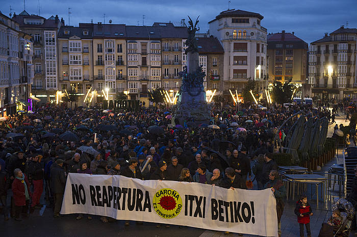 Andre Mari Zuriaren plazatik atera zen Garoñaren aurkako manifestazioa, Araba Garoñarik Gabe plataformak deituta./ ©Raul Bogajo,  Argazki Press