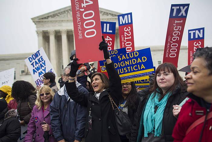 Obamacare osasun sistemaren aldeko manifestazioa, Washingtonen, Auzitegi Gorenaren aurrean. ©Jim Lo Scalzo / EFE