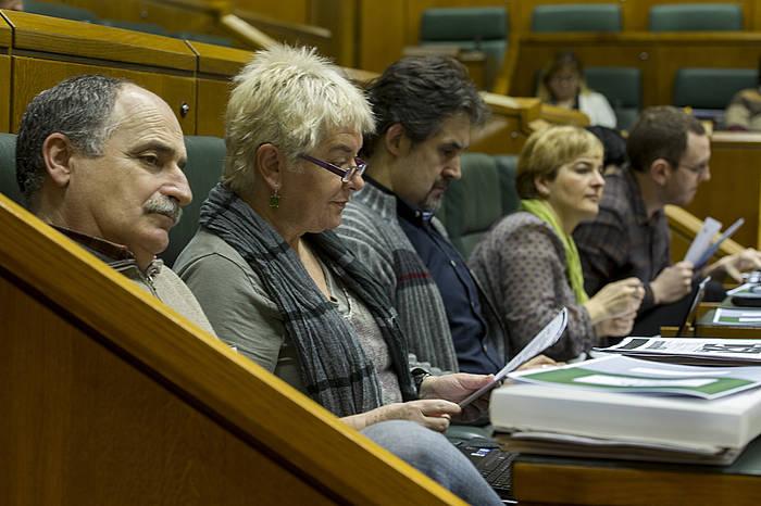 Xabier Isasi, Belen Arrondo eta Pello Urizar, EH Bilduko parlamentariak. ©Juanan Ruiz / Argazki Press