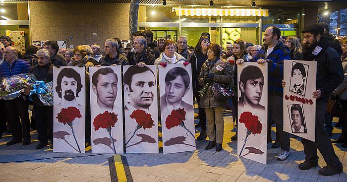 Poliziak 1976ko martxoaren 3an Gasteizen hil zituen bost langileei gorazarrea. Sindikatuen ekitaldia, martxoaren 3aren harira, eta manifestaldia./ ©Juanan Ruiz, Argazki Press