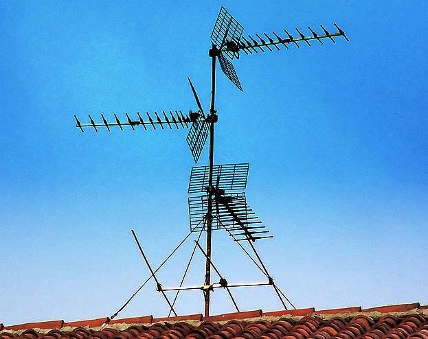 Telebistako antenak, teilatu batean./ ©Rodolfo Belloli