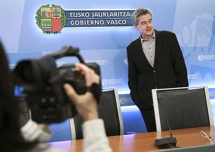 Joxean Muñoz, Eusko Jaurlaritzako Kultura sailburuordea, gaurko agerraldian. ©Juan Herrero / EFE