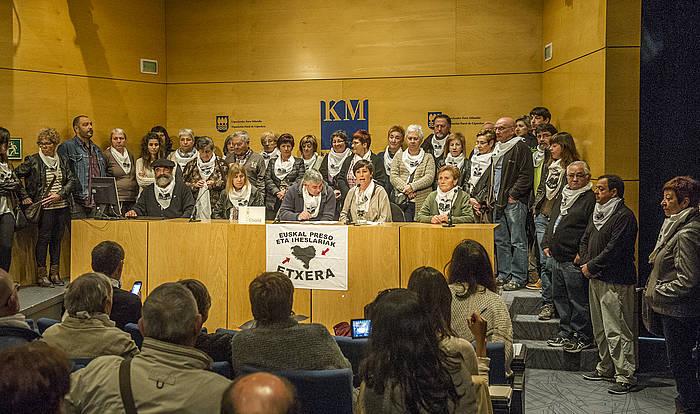 Etxerat elkarteko kideak, atzo, Donostian./ ©Gorka Rubio, Argazki Press