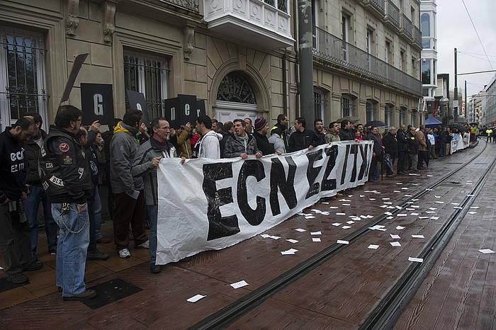 ECNko langileen elkarretaratze bat, Eusko Jaurlaritzaren parean./ ©Raul Bogajo / Argazki Press