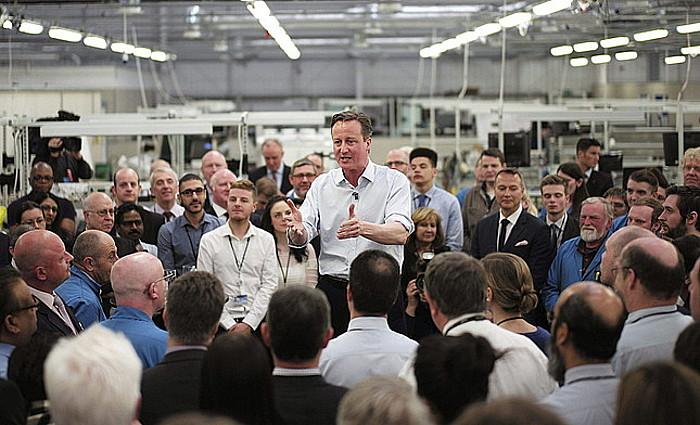 David Cameron Erresuma Batuko lehen ministroa, Londres iparraldeko fabrika bateko langileei hitz egiten. ©STRINGER / EFE