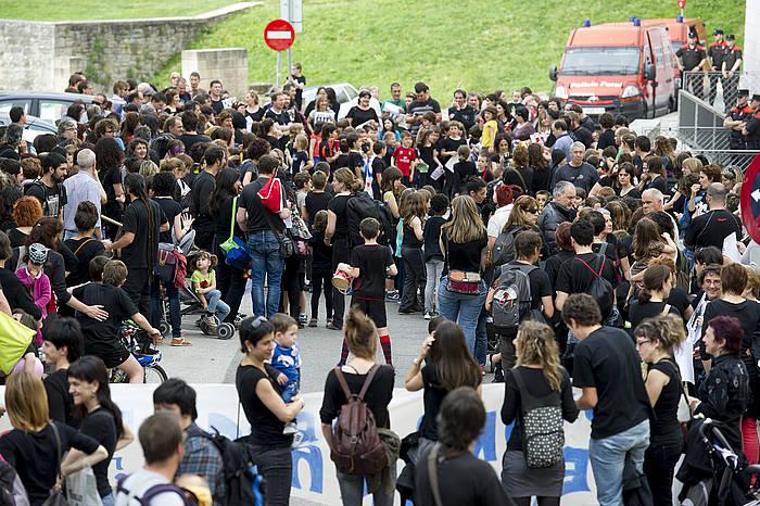 LOMCEk ezarritako azterketen aurkako gurasoen eta sindikatuen elkarretaratzea, Hezkuntza Departamentuaren aurrean, Iruñean./ ©Iñigo Uriz, Argazki Press