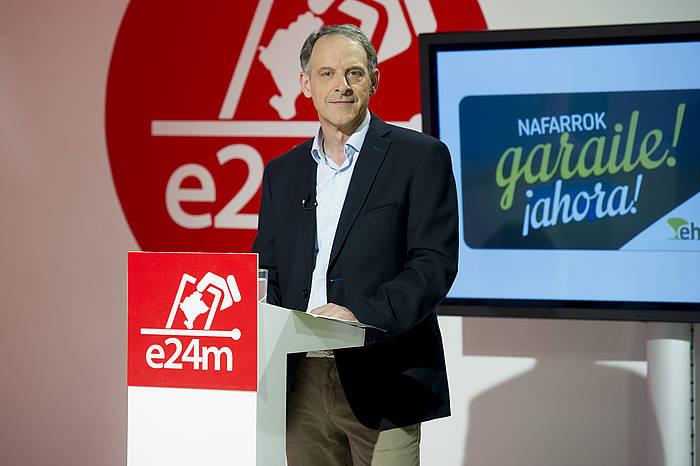 Adolfo Araiz, Navarra Televisioneko eztabaidan. / ©Iñigo Uriz, Argazki Press