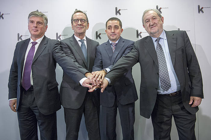 Ezkerretik eskuinera, Kutxako presidentea, Kutxabankekoa, BBK-koa eta Vitalekoa, iazko azaroan, Bilbon./ ©MARISOL RAMIREZ / ARGAZKI PRESS