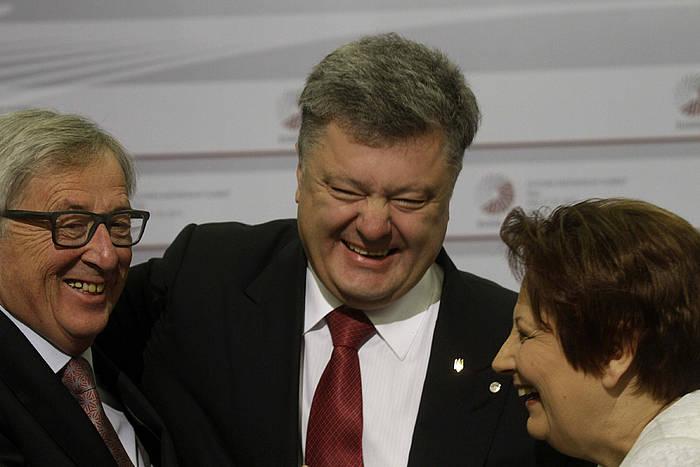 Jean-Claude Juncker, Petro Poroxenko eta Laimdota Straujuma. ©Valda Kalnina / EFE